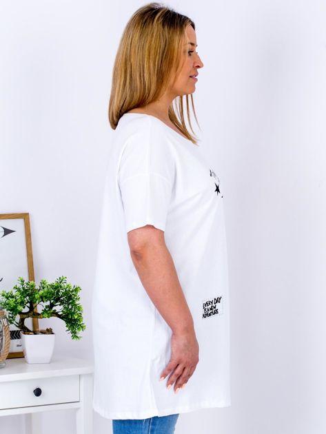 Biały t-shirt z aplikacją PLUS SIZE                              zdj.                              3