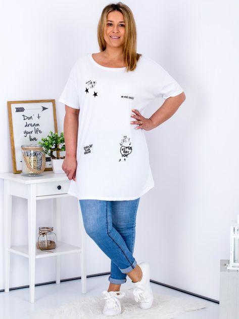 Biały t-shirt z aplikacją PLUS SIZE                              zdj.                              4