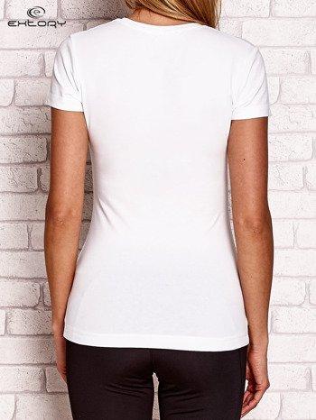 Biały t-shirt z błyszczącym nadrukiem