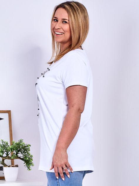 Biały t-shirt z błyszczącymi gwiazdami PLUS SIZE                              zdj.                              5
