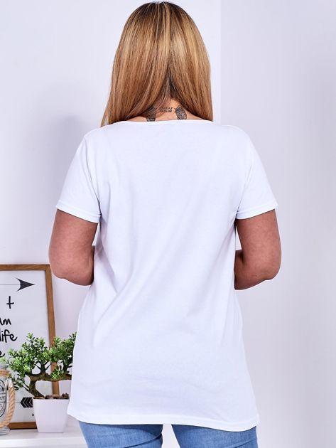 Biały t-shirt z błyszczącymi gwiazdami PLUS SIZE                              zdj.                              2