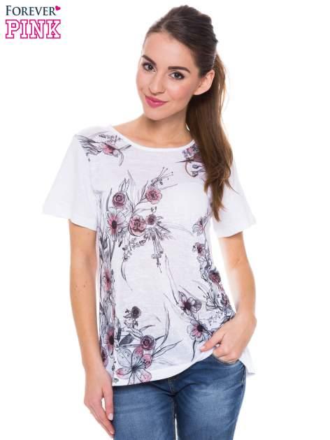 Biały t-shirt z czarnym nadrukiem roślinnym