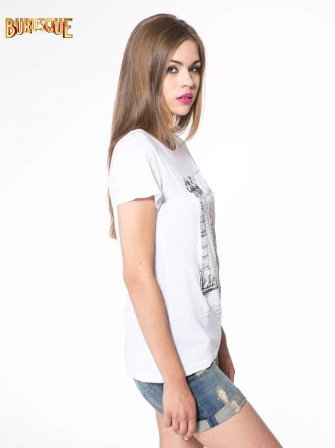 Biały t-shirt z fotografiami miast                                  zdj.                                  3