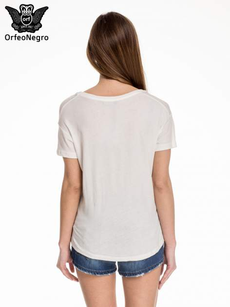Biały t-shirt z kolorową aplikacją NEW YORK z cekinów                                  zdj.                                  4
