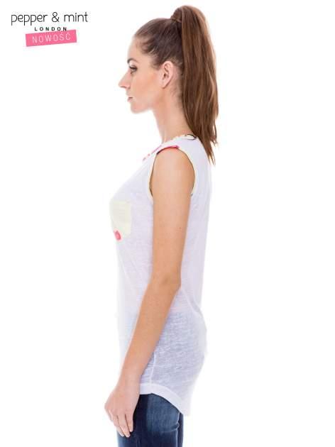 Biały t-shirt z kolorową kieszonką i lamówką                                  zdj.                                  3