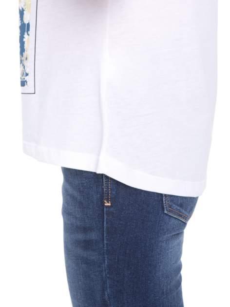 Biały t-shirt z kwiatowym nadrukiem i napisem UNIMAGINABLE SENSE                                  zdj.                                  10
