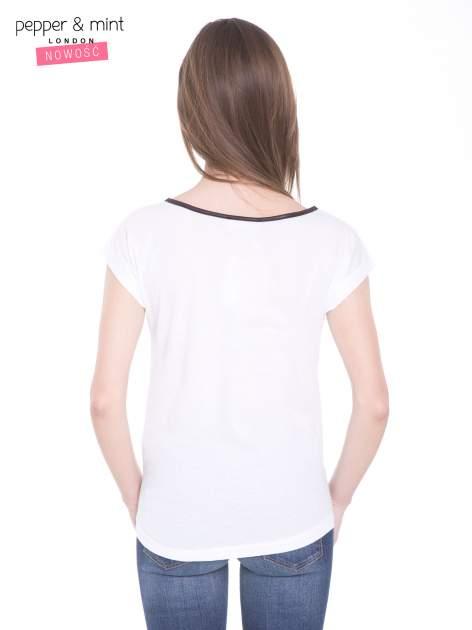 Biały t-shirt z kwiatowym nadrukiem i napisem UNIMAGINABLE SENSE                                  zdj.                                  4