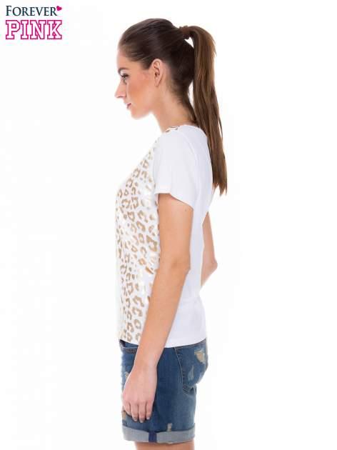 Biały t-shirt z metalicznym nadrukiem w cętki pantery                                  zdj.                                  2