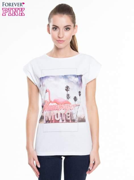 Biały t-shirt z nadrukiem FLAMINGO MOTEL                                  zdj.                                  1