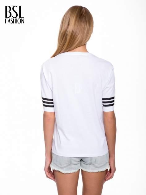 Biały t-shirt z nadrukiem LA w baseballowym stylu                                  zdj.                                  4