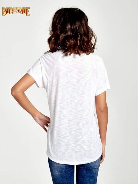 Biały t-shirt z nadrukiem TAKE ME TO THE OCEAN z dżetami                                  zdj.                                  4
