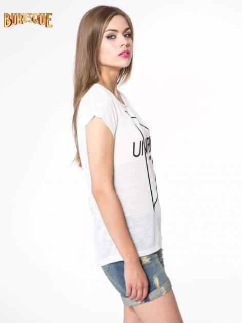 Biały t-shirt z nadrukiem UNIVERSITY FORVER                                  zdj.                                  3