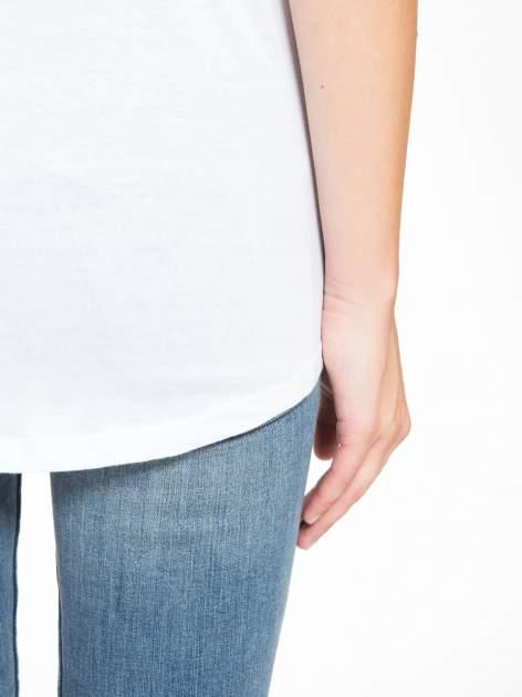 Biały t-shirt z nadrukiem balonów                                  zdj.                                  10