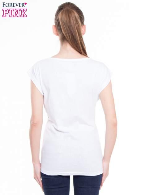 Biały t-shirt z nadrukiem fashion                                  zdj.                                  3