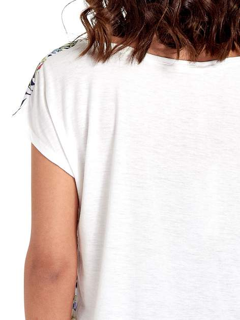 Biały t-shirt z nadrukiem floral print                                  zdj.                                  6