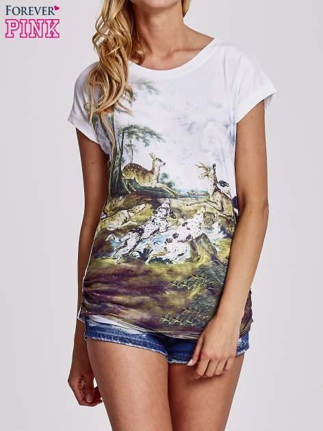 Biały t-shirt z nadrukiem krajobrazowym                                  zdj.                                  1