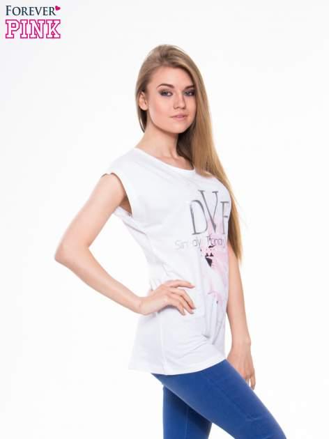 Biały t-shirt z nadrukiem kwiatu                                  zdj.                                  2