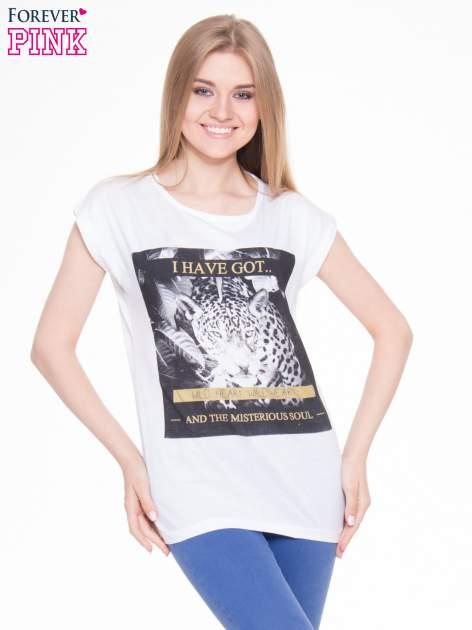Biały t-shirt z nadrukiem lamparta                                  zdj.                                  1