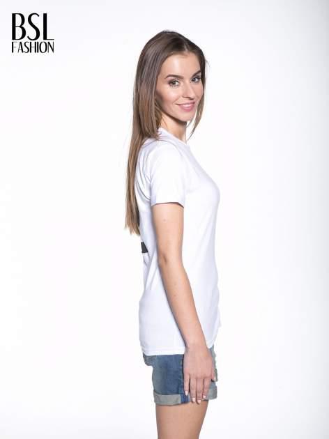Biały t-shirt z nadrukiem numerycznym KAWAKUBO 42 z tyłu                                   zdj.                                  4