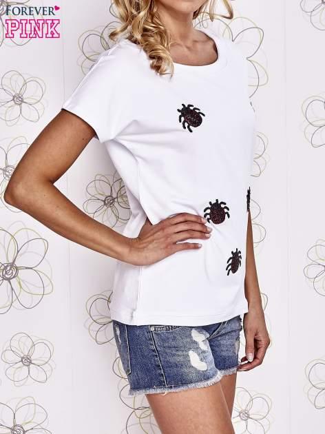 Biały t-shirt z nadrukiem owadów                                  zdj.                                  3