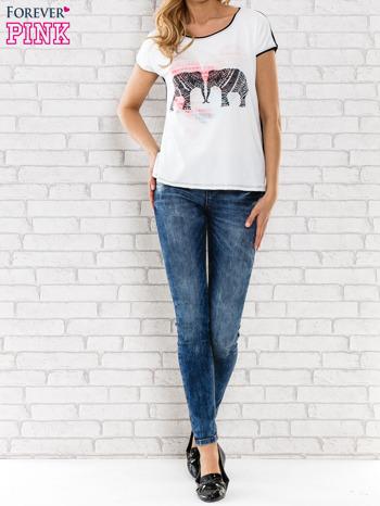Biały t-shirt z nadrukiem słoni                                  zdj.                                  6