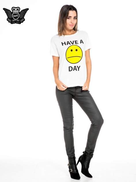 Biały t-shirt z nadrukiem so-so smile                                  zdj.                                  2
