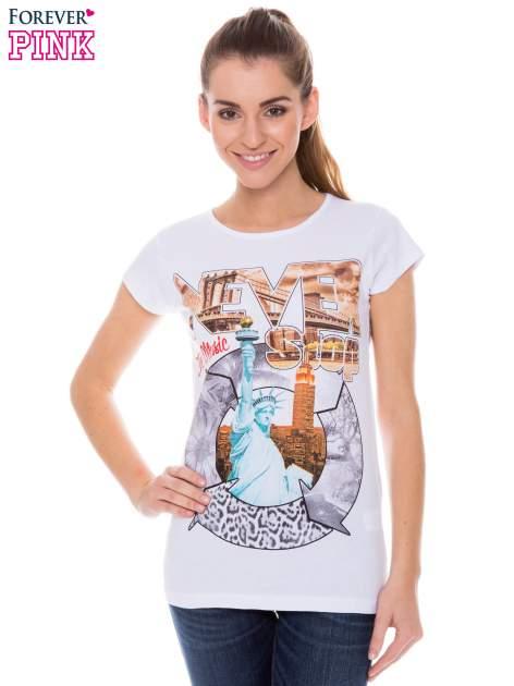 Biały t-shirt z nadrukiem w amerykańskim stylu                                  zdj.                                  1