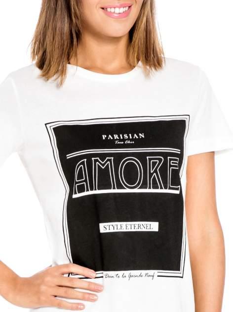 Biały t-shirt z napisem AMORE                                  zdj.                                  5