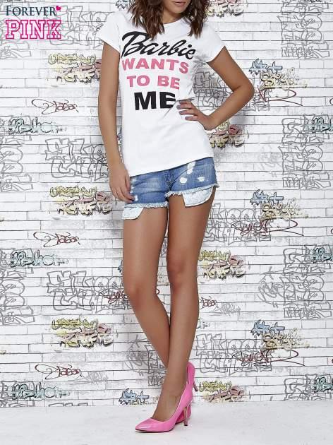 Biały t-shirt z napisem BARBIE WANTS TO BE ME                                  zdj.                                  2
