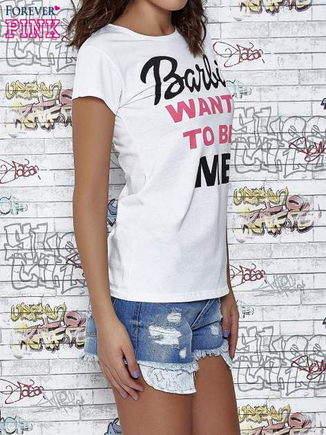 Biały t-shirt z napisem BARBIE WANTS TO BE ME                                  zdj.                                  3