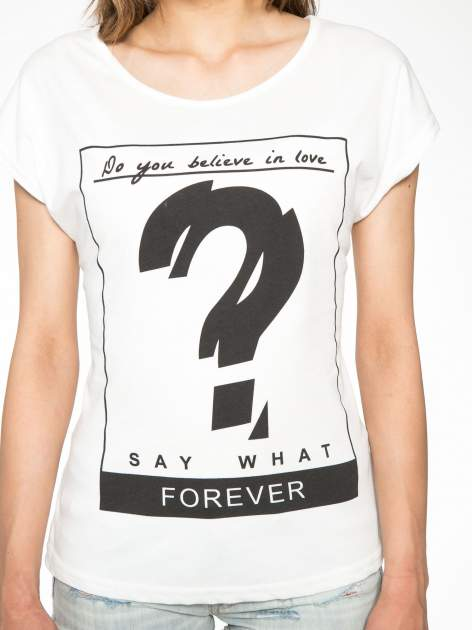 Biały t-shirt z napisem DO YOU BELIEVE IN LOVE?                                  zdj.                                  6