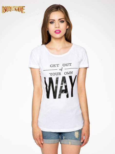 Biały t-shirt z napisem GET OUT OF YOUR OWN WAY                                  zdj.                                  10