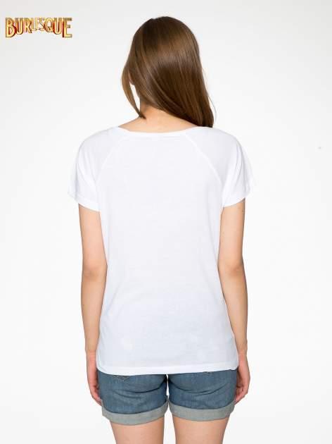 Biały t-shirt z napisem GET OUT OF YOUR OWN WAY                                  zdj.                                  4