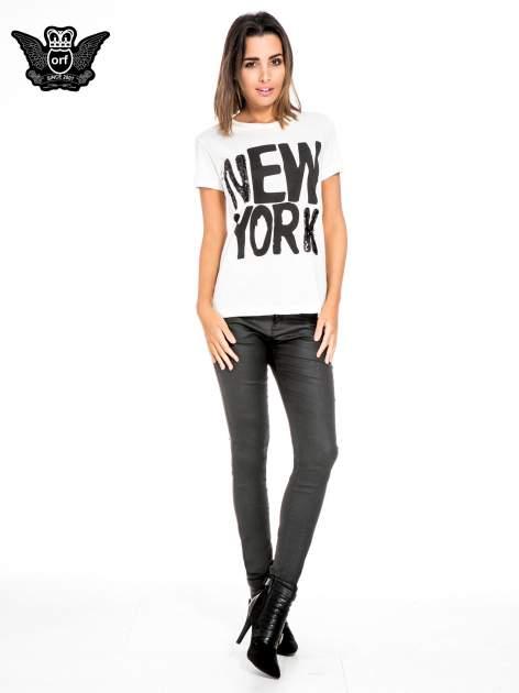 Biały t-shirt z napisem NEW YORK z cekinami                                  zdj.                                  2