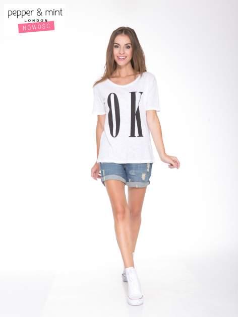 Biały t-shirt z napisem OK                                  zdj.                                  5