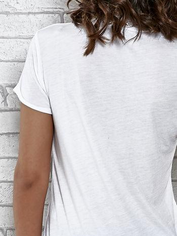 Biały t-shirt z napisem PATCH ME                                  zdj.                                  6