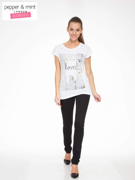 Biały t-shirt z napisem SHE LOVED                                  zdj.                                  5