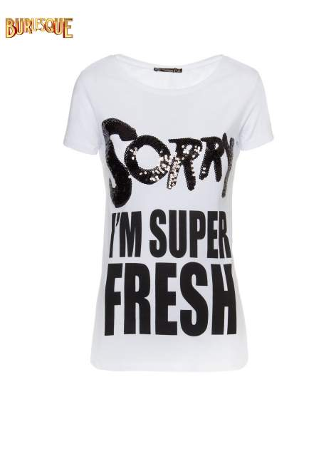 Biały t-shirt z napisem SORRY I'M SUPER FRESH z dżetami