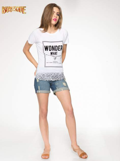 Biały t-shirt z napisem WONDER WHAT?                                  zdj.                                  2