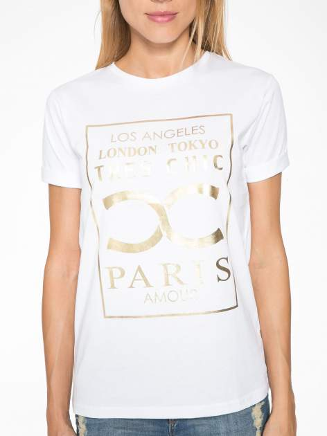 Biały t-shirt z nazwami stolic mody                                  zdj.                                  7