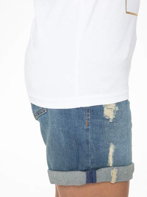 Biały t-shirt z nazwami stolic mody                                  zdj.                                  8