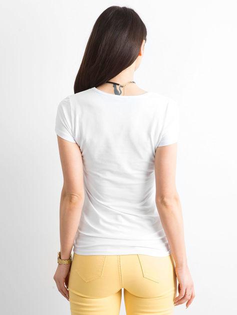 Biały t-shirt z wycięciem sercem                              zdj.                              2