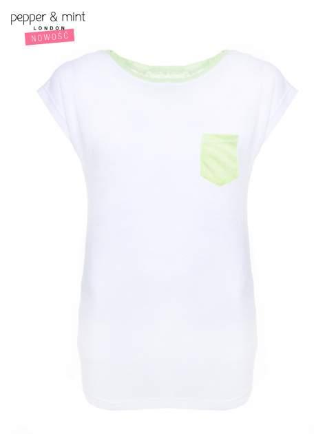 Biały t-shirt z wydłużanym tyłem w kolorze zieleni