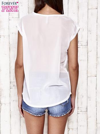 Biały t-shirt ze srebrną nitką i aplikacją z dżetów                                  zdj.                                  4