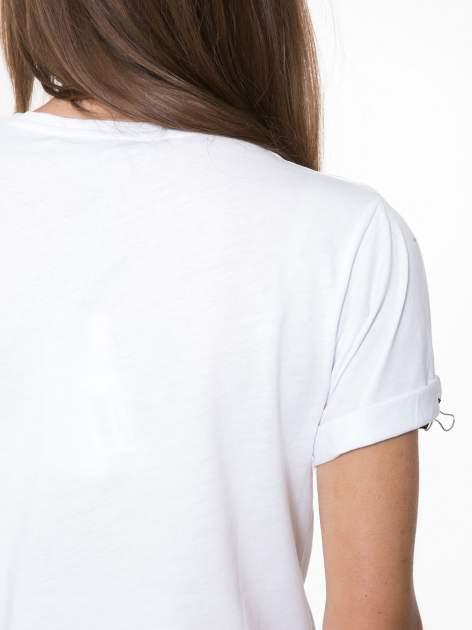 Biały t-shirt ze złotym napisem SWEAR ON CHANEL                                  zdj.                                  9