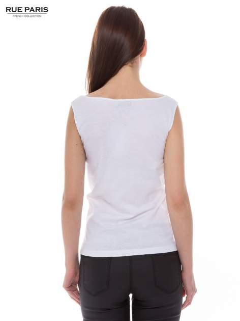 Biały top na grubych ramiączkach z ornamentowym nadrukiem                                  zdj.                                  3