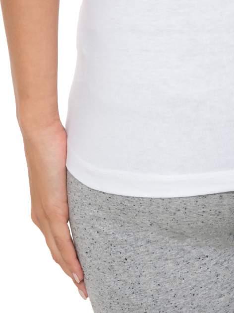 Biały top sportowy na grubych ramiączkach                                  zdj.                                  9