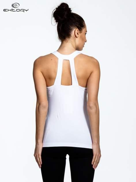 Biały top z dekoltem na plecach                                  zdj.                                  3