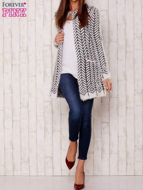 Biały wełniany sweter z kieszeniami                                  zdj.                                  2