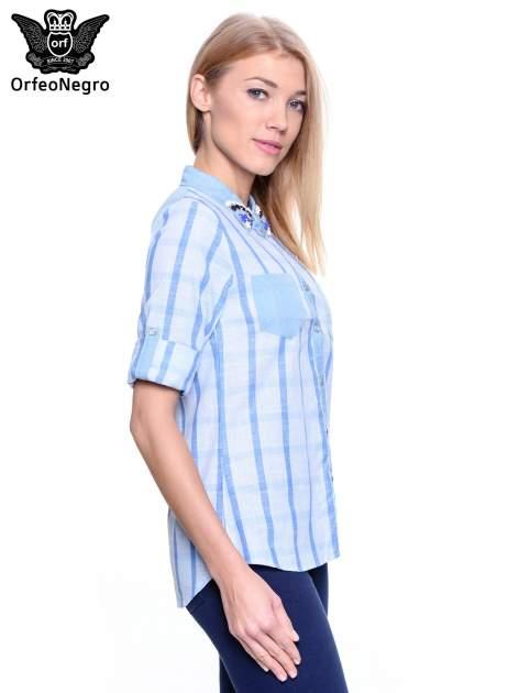Błękitna koszula w kratę z biżuteryjnym kołnierzykiem                                  zdj.                                  4